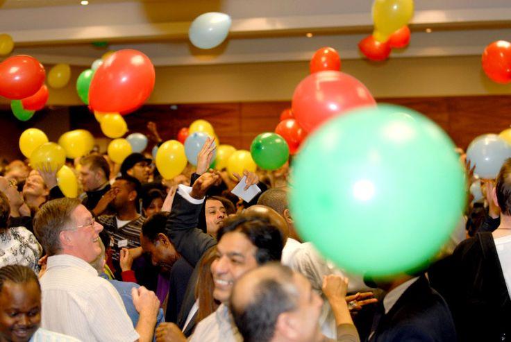 balloon team bulding games for pe | Balloon Chaos - Team Building Activity