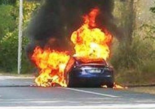 Motori: #Tesla #Model #S90D si incendia durante test in Francia (link: http://ift.tt/2aQBkbt )