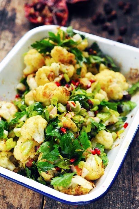 Dorian cuisine.com Mais pourquoi est-ce que je vous raconte ça... : Juste pour le plaisir l'inspiration Ottolenghi frappe encore ! Salade de chou fleur à plein de choses !