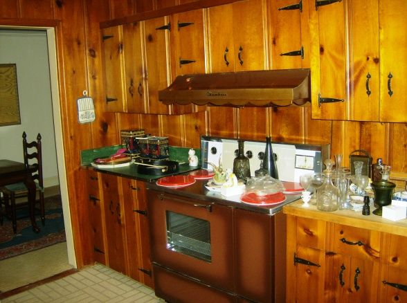 17 Best Images About Kitchens With Knotty Pine Paneling On Pinterest Reading Room Red