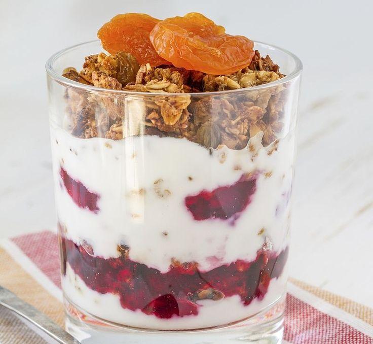 Laagjes ontbijt van Griekse yoghurt