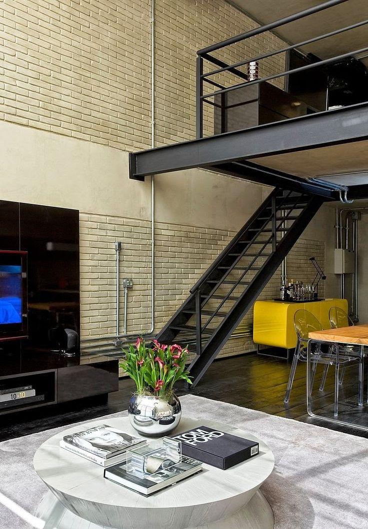 Diego Revollo es uno de los diseñadores de interiores más destacados del panorama brasileño. En este diseño, el arquitecto, utiliza inteligentemente elementos clásicos para crear un ambiente contemporáneo basado en los lofts industriales de Nueva York.  http://goo.gl/xsk727  #interiorismo