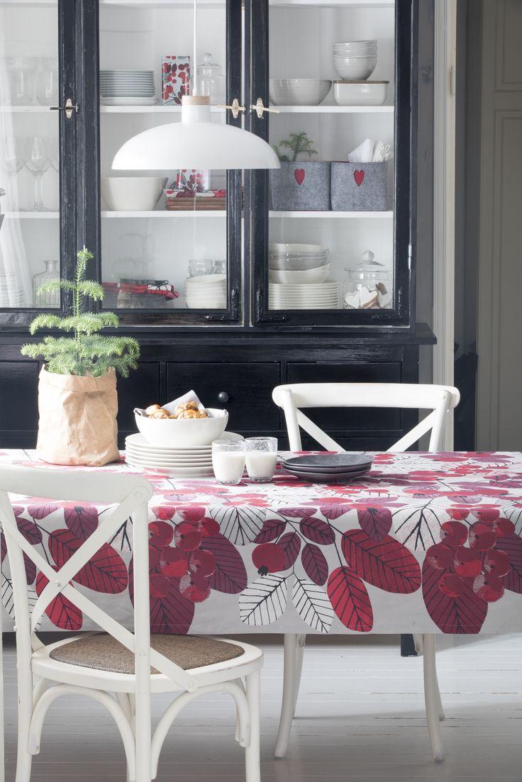 Ruusunmarja Tablecloth | Pentik Christmas 2017 |