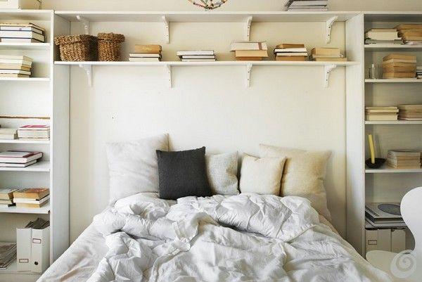Une tête de lit bibliothèque pour s'endormir avec une histoire