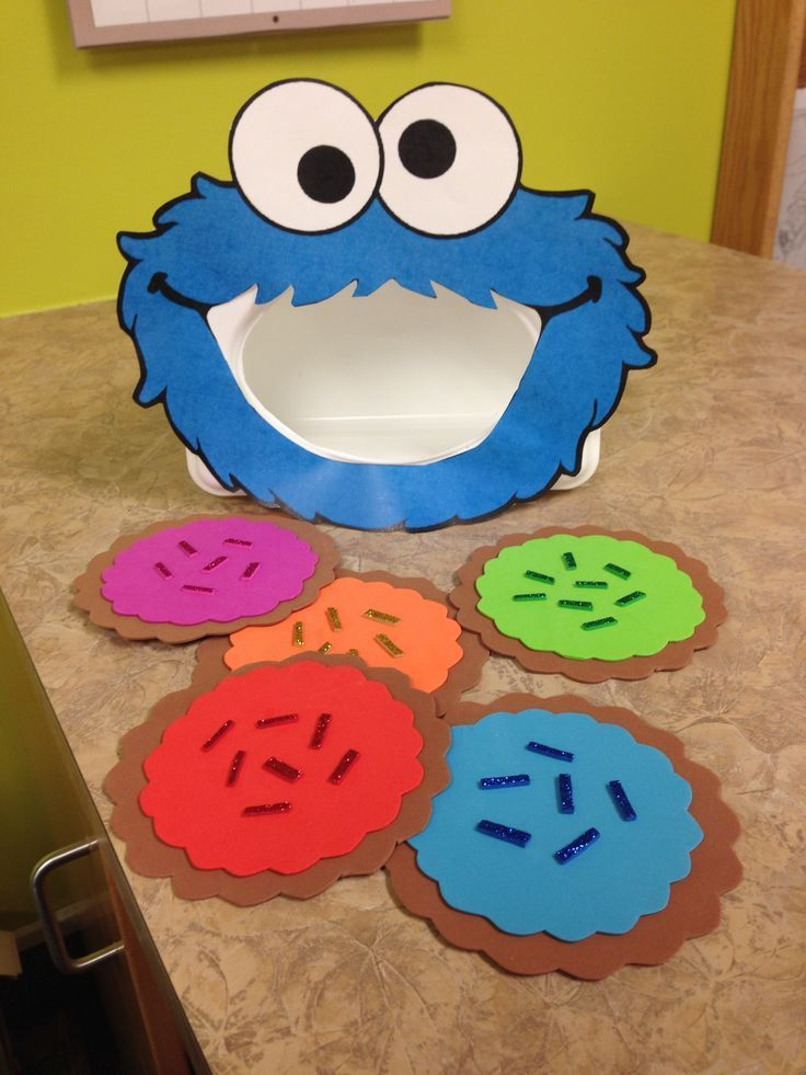 Milk and Cookies Storytime, Cookie Monster Activity.  Set this adorable literacy center up using some felt and an old baby wipes container.  Great for working on color recognition and sequencing.  Read more at:  http://sunflowerstorytime.com/2014/09/12/milk-cookies/