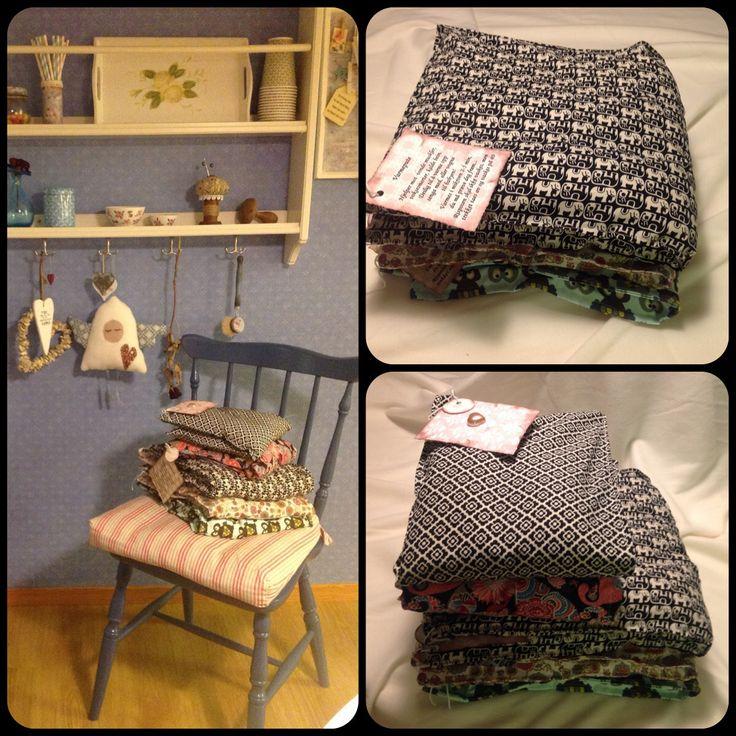 varmepute/rispose. varmepose i 2 størrelser, fyllt med bygg-gryn. Varmes i mocro eller stekeovn. Yttertrekket kan taes av og vaskes.