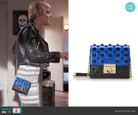 Roxie's blue studded bag on Kevin from Work.  Outfit Details: http://wornontv.net/51759/ #KevinfromWork