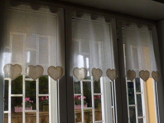 Tende country fai da te, tende a vetro con decorazioni a cuore di colore beige