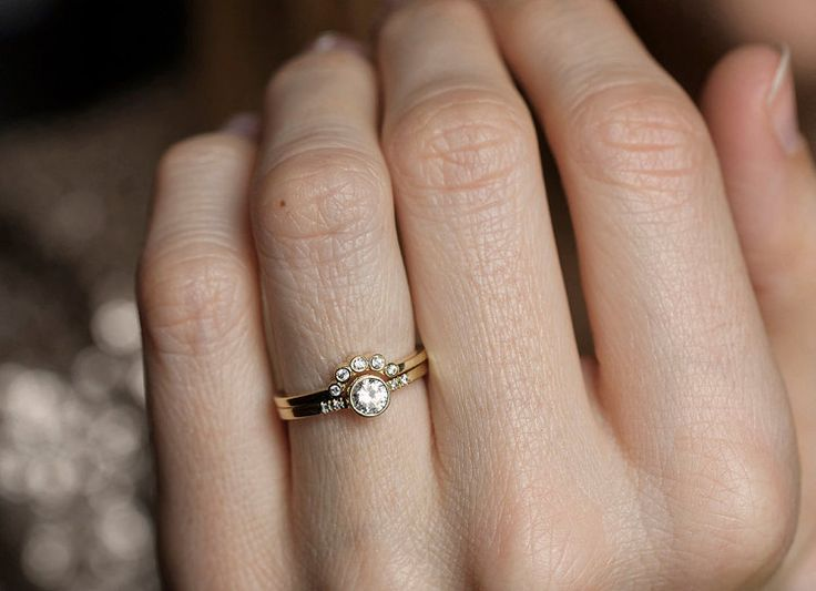 Anillo de diamante redondo con bisel diamante corona por capucinne