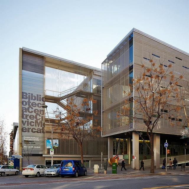 Biblioteca e centro cultural Sagrada Familia em Barcelona, Espanha/ Manuel Ruisánchez Capelastegui
