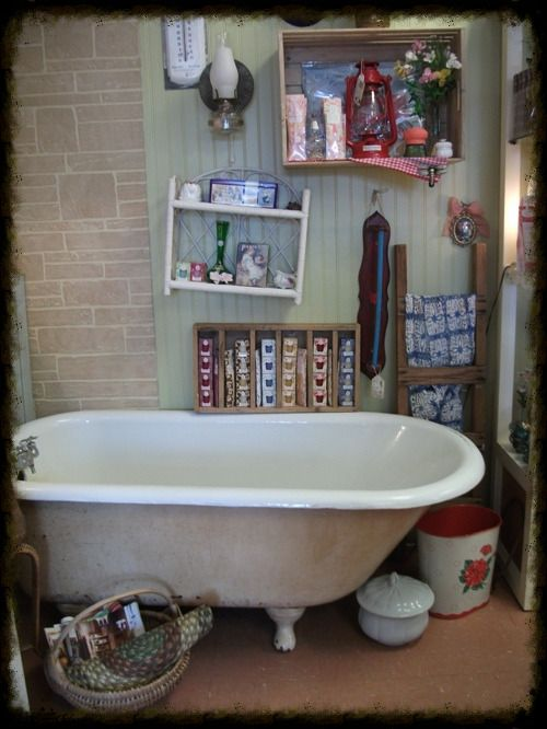 Les 25 meilleures id es de la cat gorie baignoire sur pattes sur pinterest - Vieille baignoire en fonte ...
