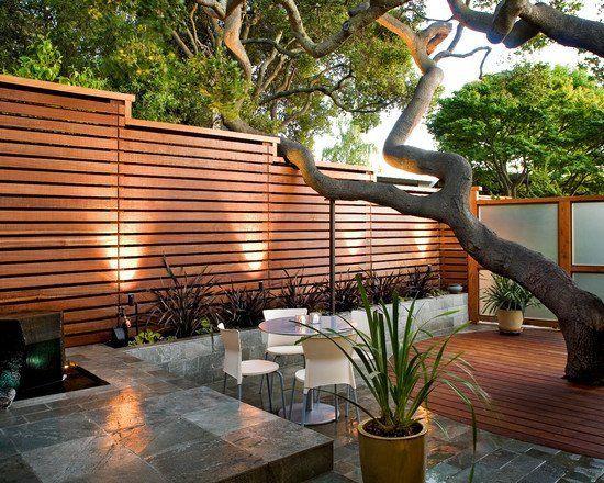 Der Holzzaun ist der Klassiker unter den modernen und trendigen Zaunsystemen, die für die Gartengestaltung und die gesamte Erscheinung sehr wichtig sind