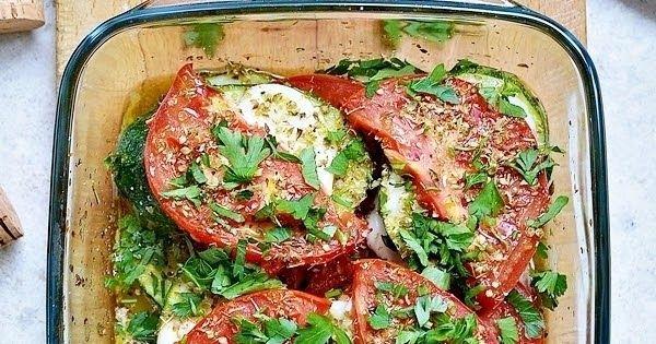 Cukinia Zapiekana Z Pomidorami I Mozzarella Healthy Recipes Food Food And Drink