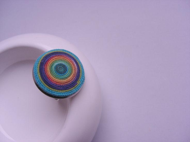 """Otavalo   Pestrobarevný bavlněný prsten, vyroben podle vlastní techniky.Velikost : univerzální, průměr ,,recottonky"""":3 cm. Ušetříte životní prostředí, protože výrobek je z recyklovaného materiálu. Dodržujte prosím autorská práva."""