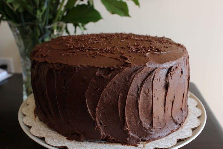 Csokoládétorta nem csak ünnepi alkalmakra! Krémes és nagyon csokis, mennyei finomság!