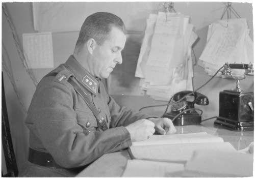 Riihimäen rautatieupseeri luutnantti Backlund,  Riihimäki 13.4.1942. SA-kuva-arkisto.