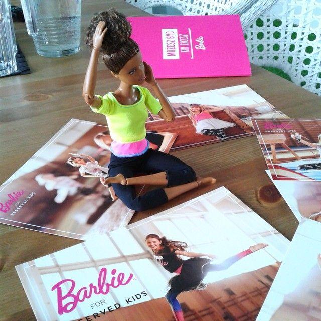 Ewolucja @Barbie trwa! Wczoraj testowałyśmy serię Made to Move. Te lalki potrafią zmotywować do ćwiczeń!:) @barbiestyle  @tailormadepr  #barbie #MozeszBycKimChcesz #reservedbrand #reserved #kids #reservedkids #mattel #madetomove #barbiemadetomove #fitness #gimnastic #gimnastyka #lalki #doll #sport #active #activekids #zabawki #dzieci #dziendziecka #gift #prezent by rodzice.pl