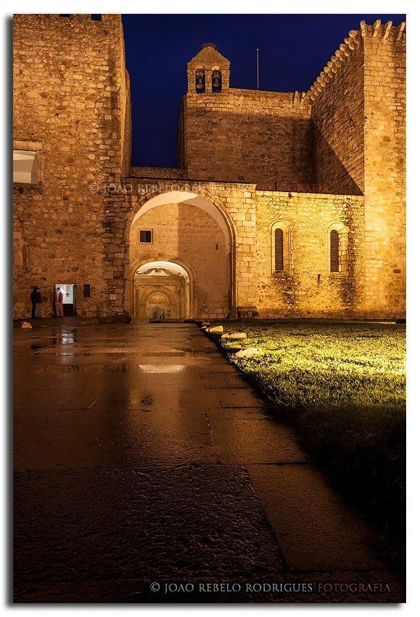 O Crato é uma vila portuguesa no Distrito de Portalegre, região Alentejo e sub-região do Alto Alentejo
