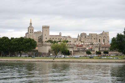 Avignon centre historique route des vins du cote du rhone autour d avignon