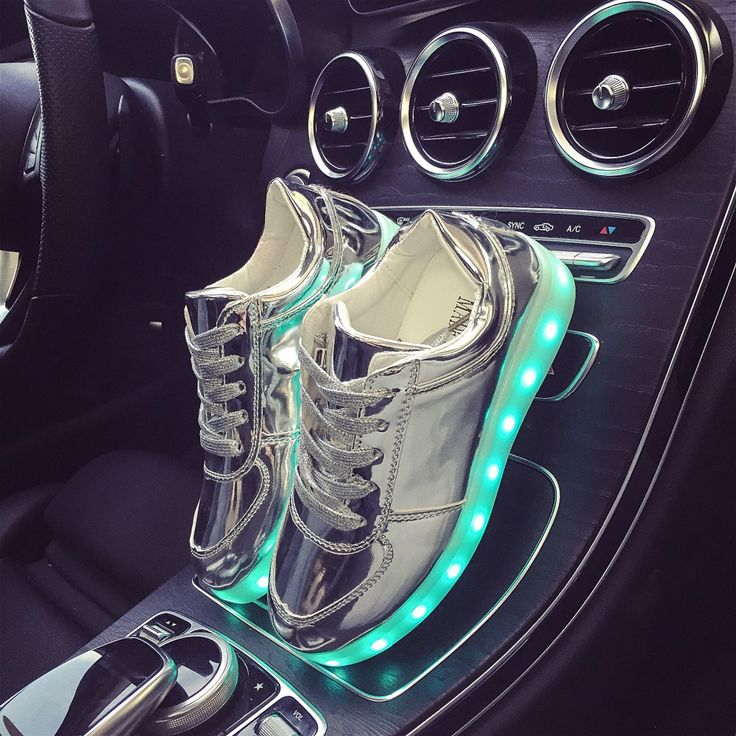 Wholesale big kids boys girls lights up LED luminous shoes Bright silver Colorful sole casual children neon sneakers TQ6078