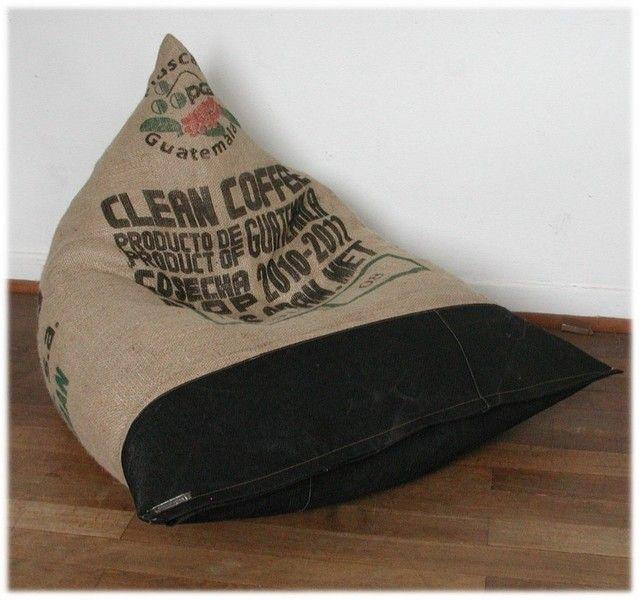*Reinsetzen und relaxen*...    Toller Sitzsack mit einem Bezug aus einem original Kaffeebohnensack aus Guatemala, und strapazierfähigem schwarzem Jean