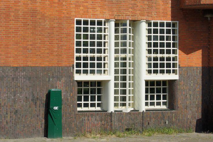 typisch Amsterdamsche School ramen