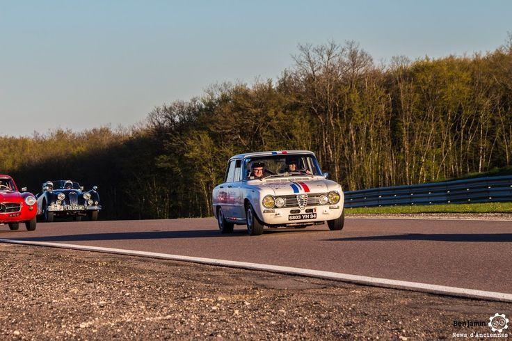 #Alfa_Romeo #Giulia 1600 Ti Super sur le #TourAuto2016 à #Dijon_Prenois. Reportage : http://newsdanciennes.com/2016/04/20/tour-auto-2016de-passage-a-dijon-prenois-on-y-etait/ #ClassicCar #VoituresAnciennes #VintageCar #MoteuràSouvenirs