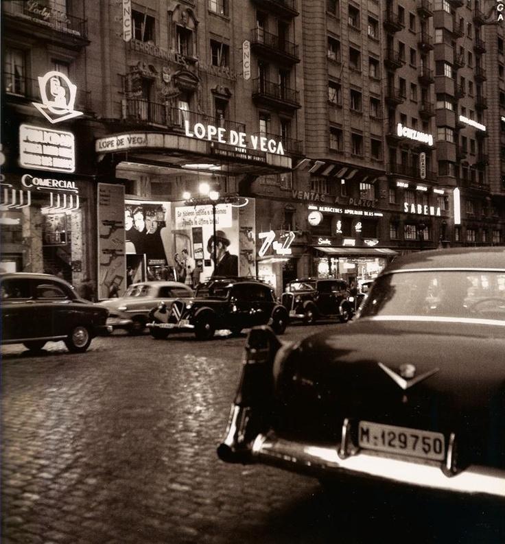 La Gran Vía Vista |  Francesc Catalá-Roca | 1950's Madrid
