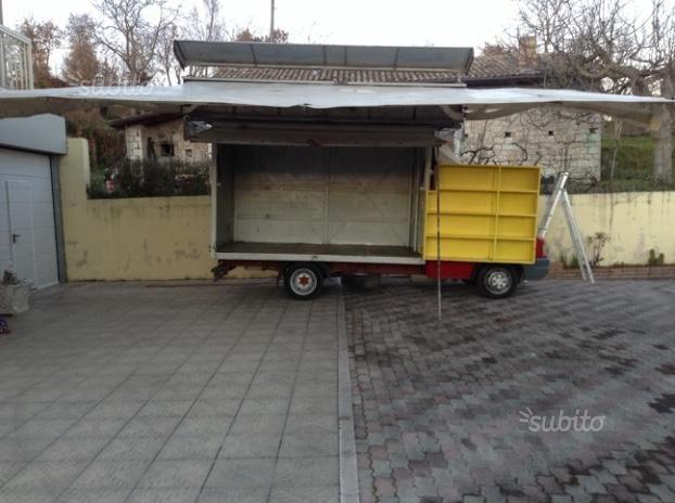 camion-autonegozio-con-tenda-per-vendita-ambulante-camion-e-autocarri