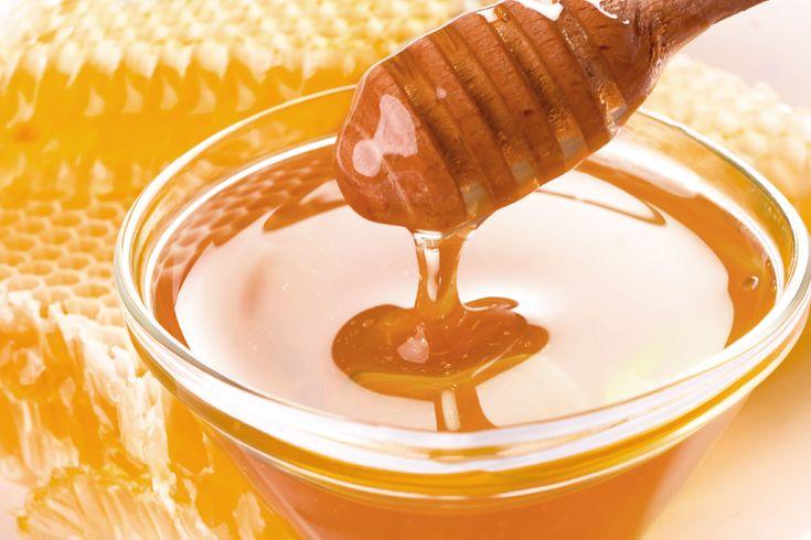 L'apicoltore che si muove Nomade tra le Fioriture della Montagna. Una pratica ormai sempre più a rischio ma che offre prodotti eccellenti e di altissima qualità. A chi piacciono i dolci a base di Miele ?!  Ecco dove trovarlo  http://goo.gl/6XQT4m