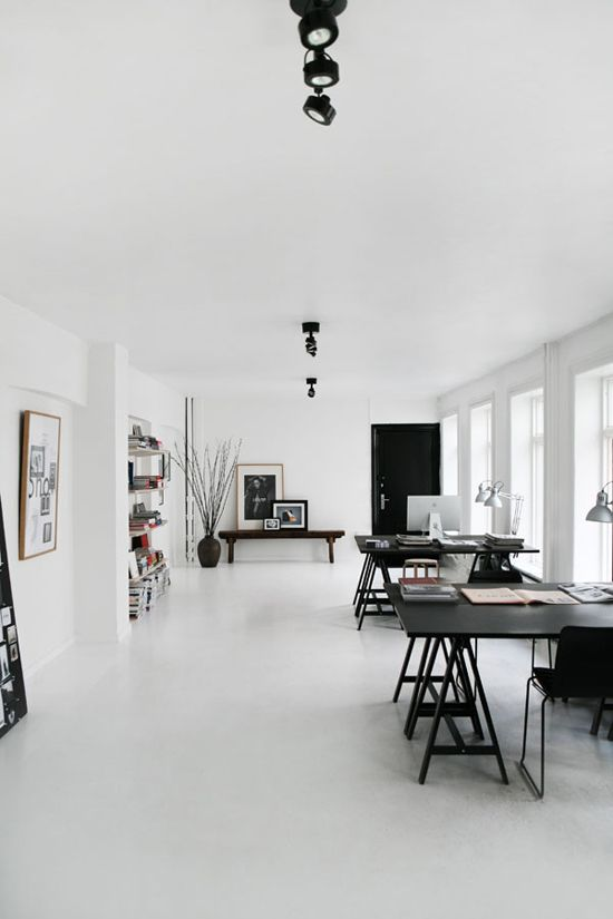 The spacious scandinavian home office of Majbritt and Jasper Johansen. Styled by Pernille Vest and shot by Birgitta Drejer for Interior Magasinet.