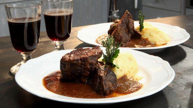 Líčka se v posledních letech dostaly do módy a vrací se na naše talíře. Není divu, je to velmi chutné maso se skvělou strukturou. Ať už vyzkoušíte hovězí, telecí či vepřová, zaručeně si pochutnáte :)