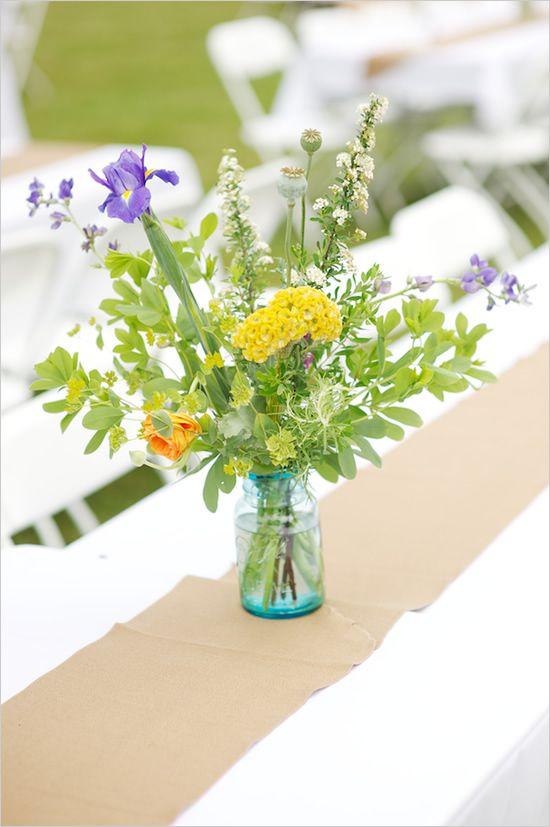 many things I love about this outdoor barn wedding.: Farm Wedding, Farms Wedding, Arrangements Ideas, Wedding Flowers Arrangements, Backyard Farms, Easy Flowers, Flower Arrangements, Easy Wedding, Weddingflow Flowers