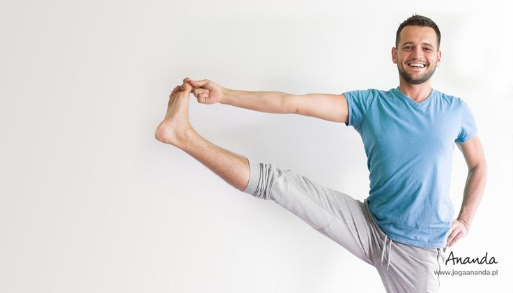 Yoga instructor Maciej Pieńczewski in Utthita Hasta ...