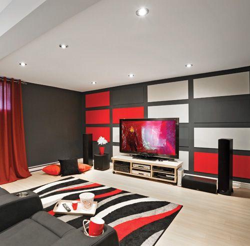 Trois couleurs dominent la salle de cinéma-maison: le rouge, le gris et le blanc valsent sur les courbes du tapis et sur les lignes rectangulaires des ...