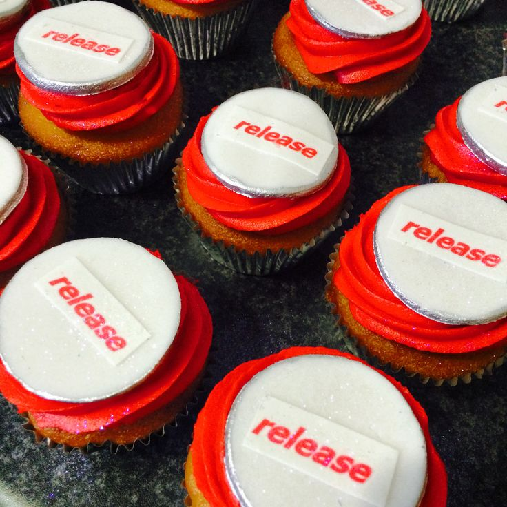 Red cupcakes with fondant disc