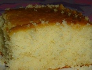 Gente esse bolo é muito fofo e fica bem molhadinho. Vaii apenas 5 ingredientes e faz o maior sucesso - Receitas e Dicas Rápidas