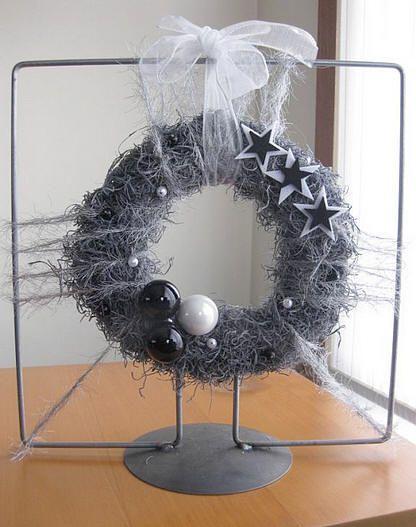 Kerststukjes op frame maken - kerststuk maken met tillandsia met handleiding en lijst van materialen