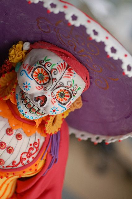 Dio De Los Muertos Cake by Karen Portaleo/ Highland Bakery, via Flickr