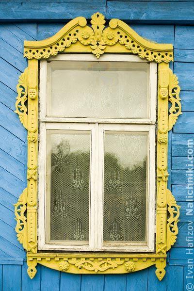 Carved wooden window trim (Nalichnik) from Navashino #23