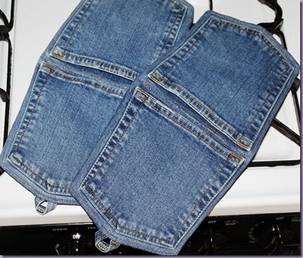 Denim Pocket Pot Holders. Your fingers would be well protected with this one!
