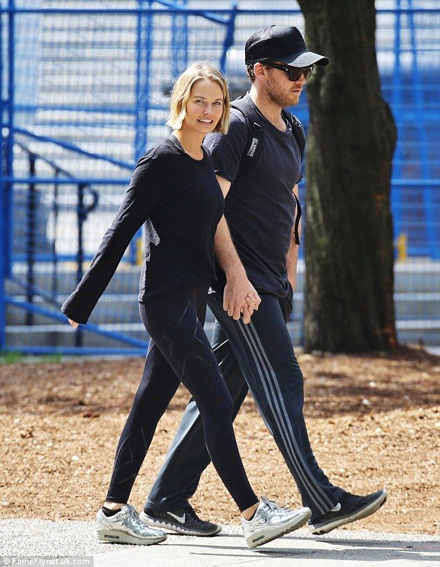 What's her secret? Lara Bingle isn't having any issues dropping the dreaded baby bulge as ...