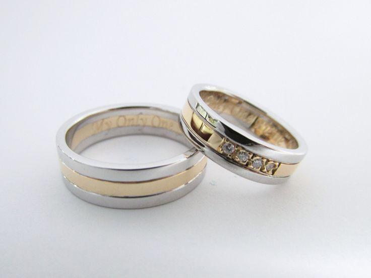 ¿Te gustan los diseños modernos? Están son unas elegantes argollas en oro blanco y amarillo con diamantes, personalizadas fabricadas a mano. R498 #duranjoyerosbogota #joyeria #joyasbogota #hermosasjoyas #argollasdematrimonio #argollas #oro #hechoamano #matrimonio #novios #compracolombiano #Colombia #gold #handmade #jewelry #fabricaciondejoyas #renovamostujoyero #Fabricaciondejoyasenoroyplatino