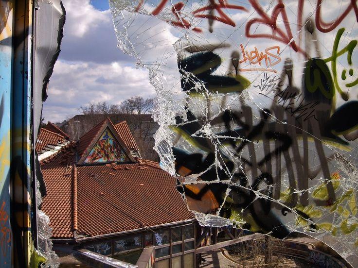 Telluurinen teehetki: Blub! Abandoned swimming center