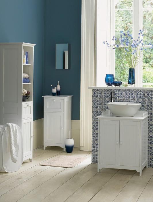 Niebieska łazienka z tęsknoty za morzem. Zobacz galerię inspirujących aranżacji łazienki w błękicie