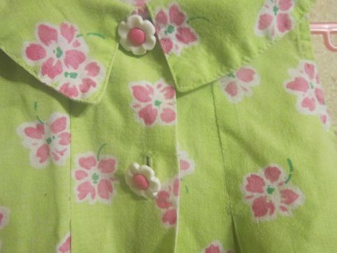 Mousefeathers Vintages brand size 6x  flowy green collared flowered  buttoned tank top with pink flowers