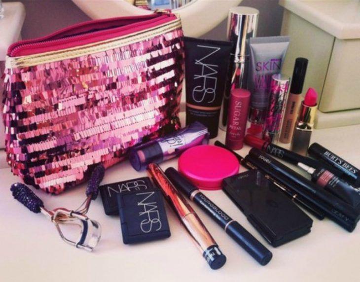 ¿Sabes cuánto dura tu maquillaje? Nosotras te decimos