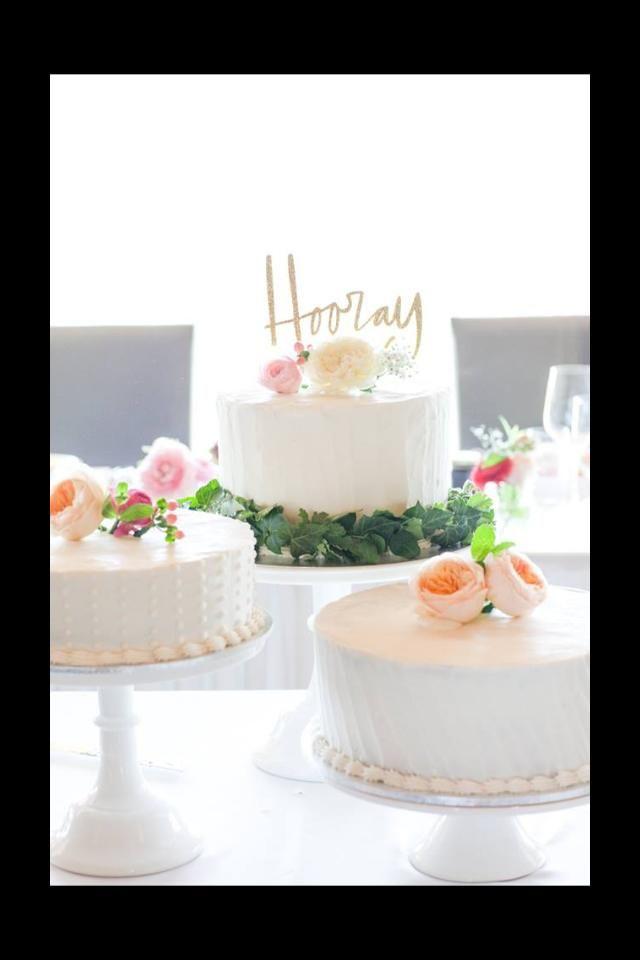 Springtime wedding cake with Fresh flowers