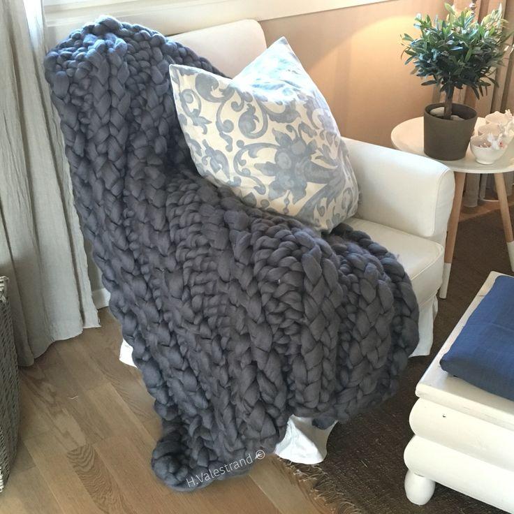 Strikket pledd på hjemmelagde strikkepinner ~ super chunky knit blanket