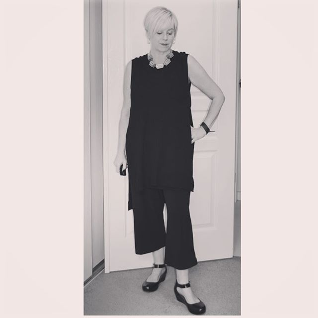 A day in the office!  Do you love culottes as much as I do?? #metalicusaustralia #mymetalicusstyle #suzannegrae #myeverydaystyle #everydaystyle #40plusstyle #ootd #workmystyle #realmumstyle #pixiecut